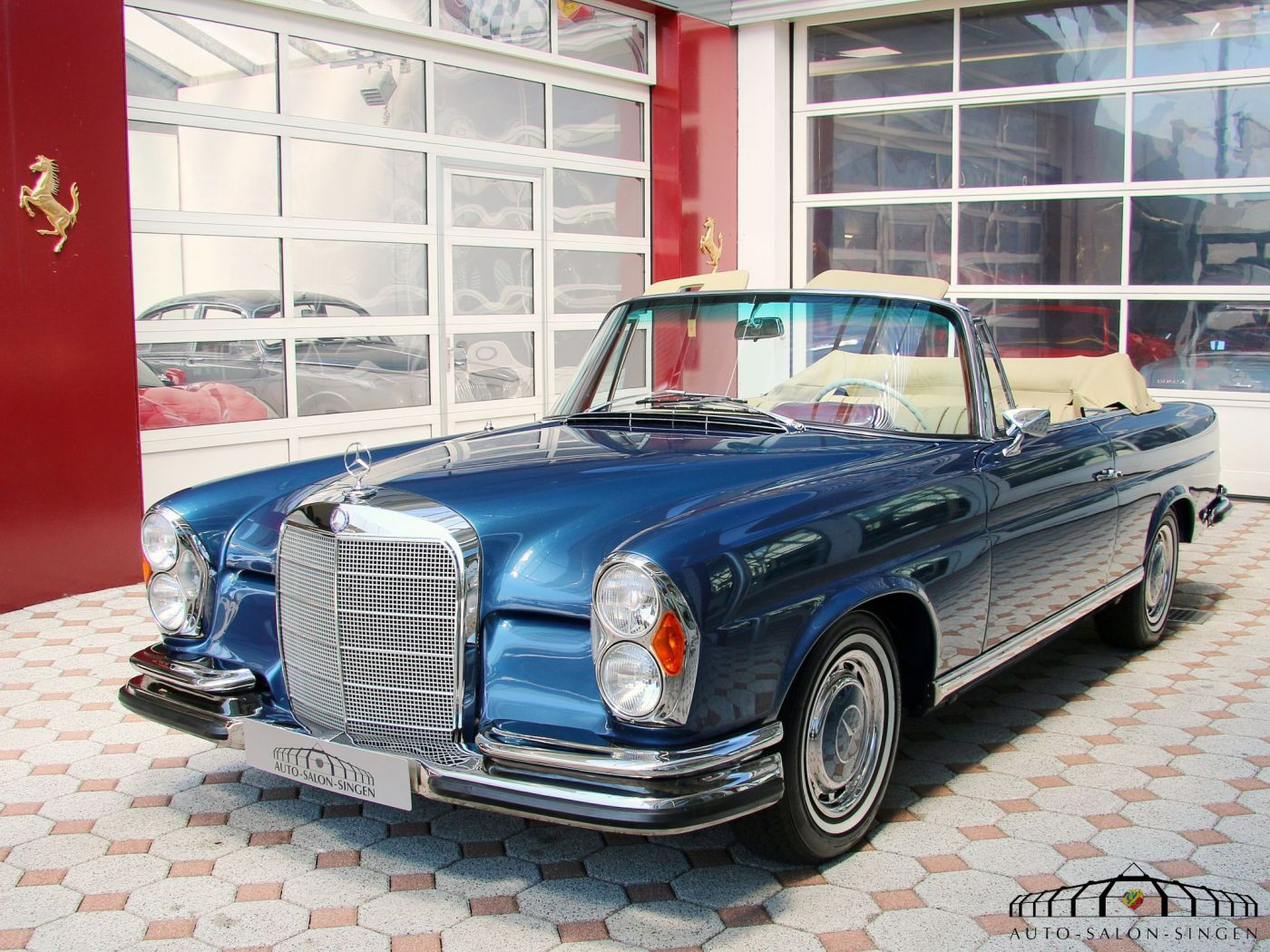 Mercedes benz 220 se b cabrio convertible auto salon singen for Mercedes salon