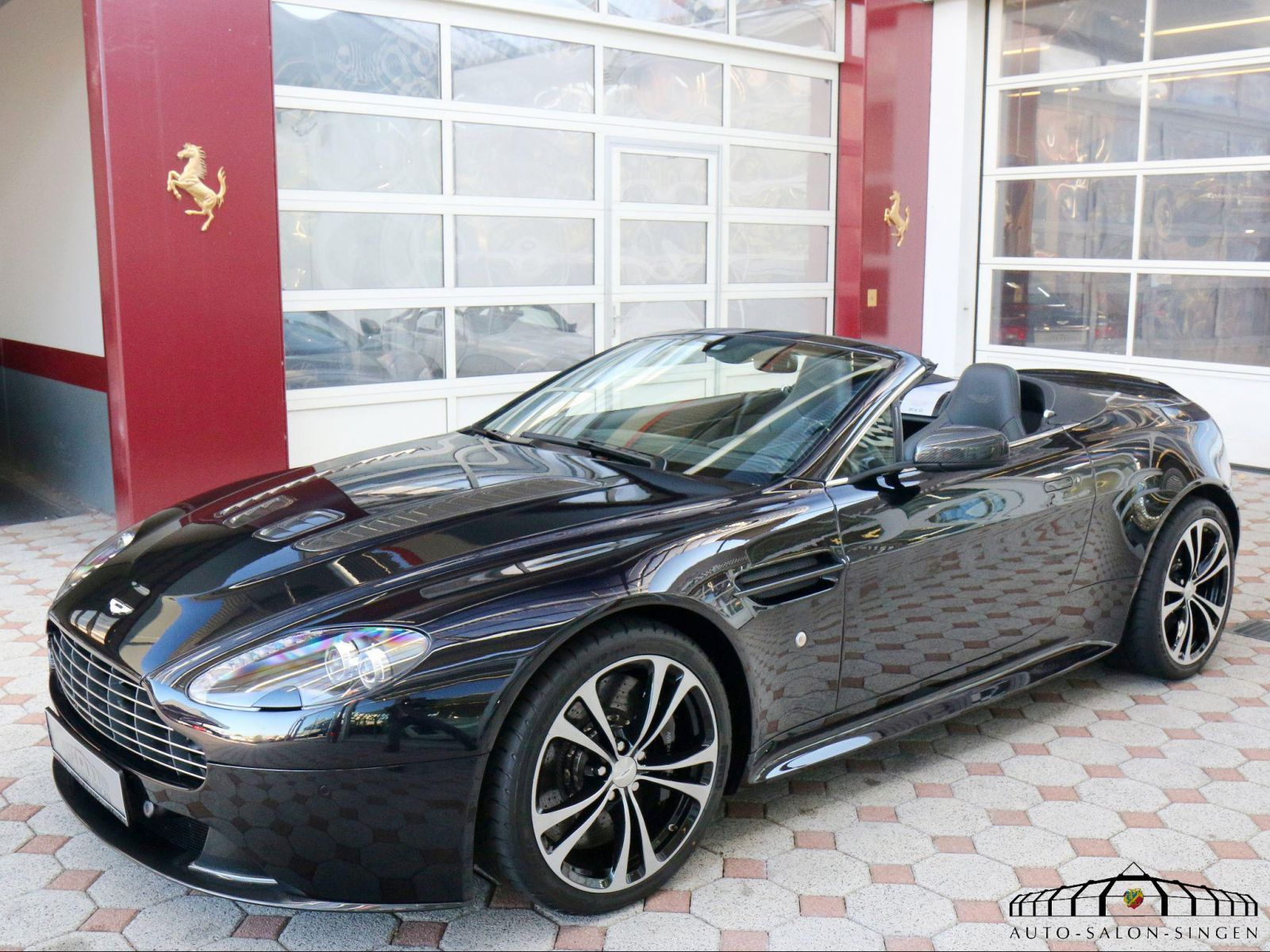 aston martin v12 vantage roadster convertible auto salon singen. Black Bedroom Furniture Sets. Home Design Ideas